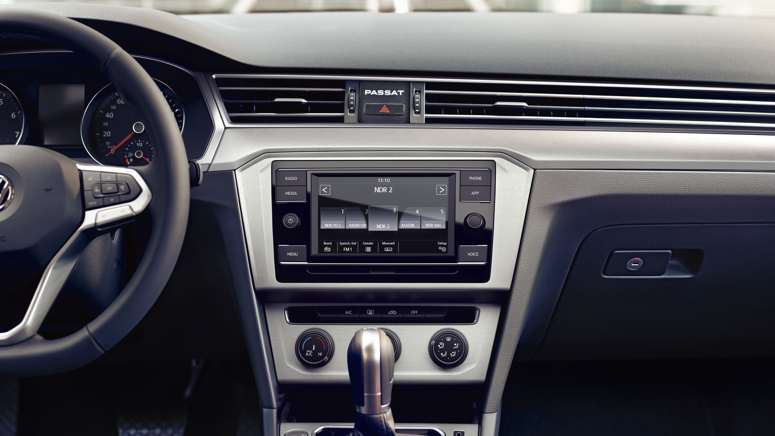 VW Passat Alltrack - rádio Composition